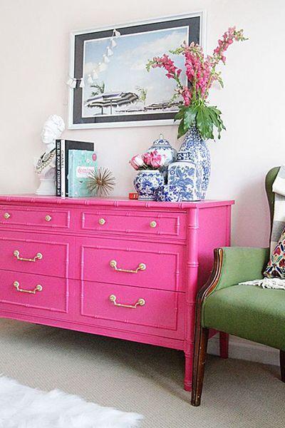 Un mueble. Recorre un mercado de pulgas o una casa de diseño para encontrar un mueble bien llamativo para un hogar en el que abunden los tonos neutros. Así lo hizo la autora del blog Style Your Senses. - Foto: styleyoursenses.com