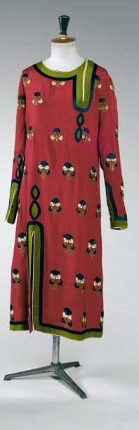 Paul Poiret, circa 1925. Model HONG KONG DRESS, silk embroidered chain stitch small floral motifs repeated in navy, green, and off-white. Model name and date in ink carried by Denise Poiret sewn to a piece of silk inside the hem. Provenance: personal wardrobe of Denise Boulet-Poiret; collection of son Colin Poiret, remained with his descendants.: