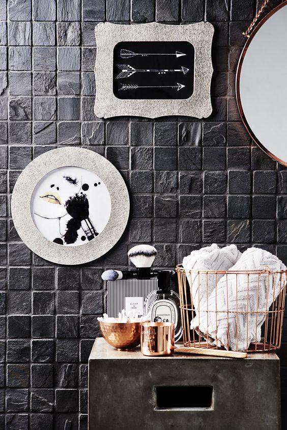 Eine edle Kombination: Glamouröses Kupfer trifft Filz im Badezimmer. www.roomstories.de