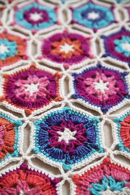 Borealis Blanket [Free Crochet Pattern] #crochet #blanket #flowers #motif #crochetpattern