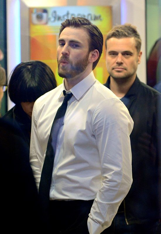 chris evans on gma photos