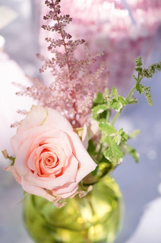 Fröhliche Sommerhochzeit im Garten | Hochzeitsblog - The Little Wedding Corner