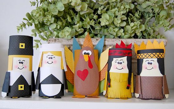 Thanksgiving Paper Tube Friends Craft for Kids! See other Thanksgiving Kids Crafts on www.prettymyparty.com.