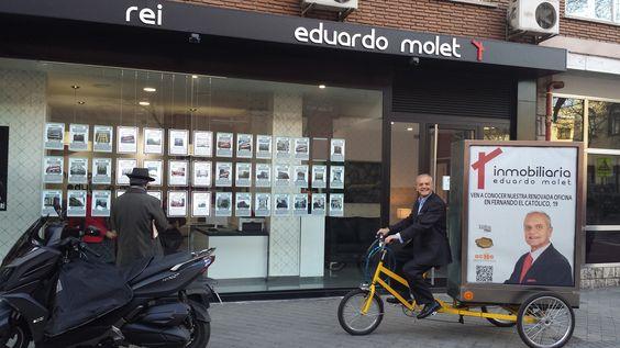 Hoy estuvimos de jornada de puertas abiertas con Eduardo Molet, que saco toda la artillería del marketing de guerrilla para vender pisos. Aquí con nuestro publitriciclo y el día 11 de febreo nos verás en Comando Actualidad en La 1.