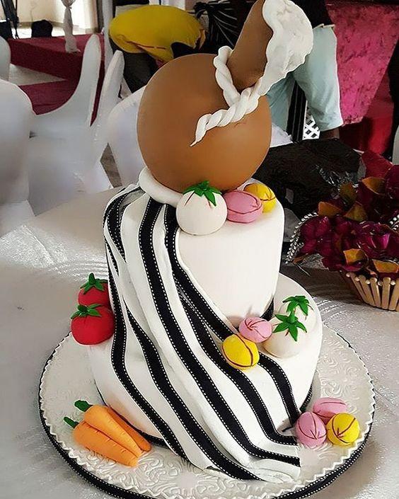 Cake Art!pic via @anneki_cakes #cakeinspiration #fortradweddings #loveit #cakeart #cakestagram #cakedecor