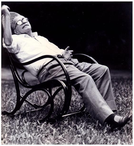 """Darcy Ribeiro (Foto: Acervo Fundar): """"Trago Minas no peito. Minas me dói, demais, de ser como é. Dói tanto que morro de raiva. O diabo é que, quanto mais odeio, mais me comovo. Deve ser isso que me faz solene quando penso Minas. Mais ainda quando escrevo. - Darcy Ribeiro, em Migo, 1988.:"""