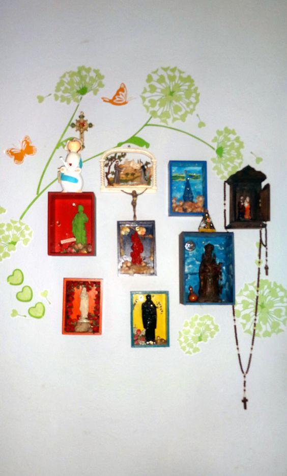 De♥coração de santinhos costumizado no meu corredor!