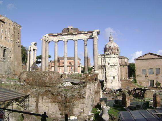 Roma, templo de Saturno e cemitério das Vestais.
