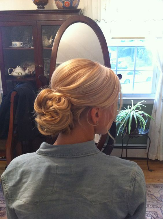 I love this hair style. I can't decide between this sort of style or to go more '40s style.