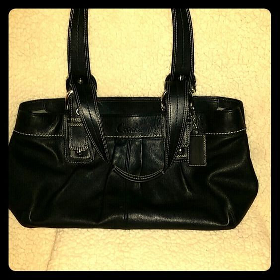 Coach Leather Handbag o.b.o Excellent condition like new, inside clean as well Coach Bags