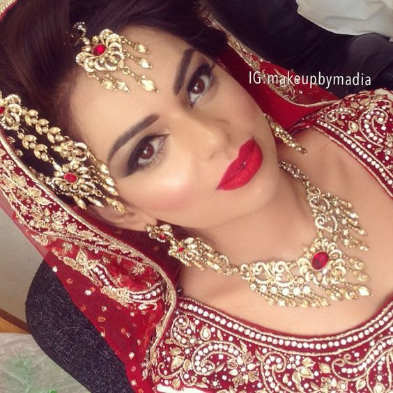 Throwback to my beautiful bride Rabia, absolutely adore her ❤️ 07714886368 for bookings ❤️❤️❤️ #love #bride #instadaily #makeupbymadia #red #lips #asianwedding #instapics #potd #ootd #realbride #illamasqua #hudabeauty #bts #phone #photography