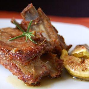 Estas costillas de cerdo al horno son mi debilidad y las preparo siempre que puedo. Yo las acompaño con un puré de patatas. Que ricas