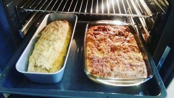 It smells in the kitchen bread with herbs and nuts and an apple pie with a lot of cinnamon. So easy and simple so good#freshbread #pie #easycooking #herbs #apples#veggie