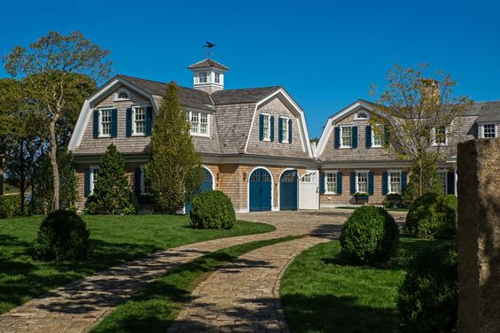Browse the exterior images of Faulkner Drive located in historic Edgartown, Martha