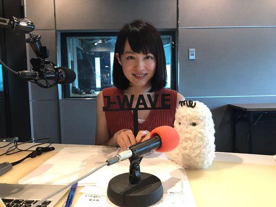 平井理央ラジオスタジオで可愛いぬいぐるみとパチリ!