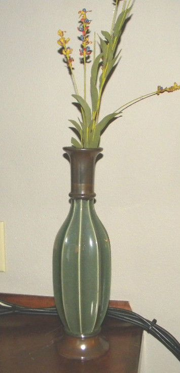 DECORATIE ARTS HANDPAINTED CERAMICS BY PACIFIC RIM SILK FLOWERS VASES TALL TABLE