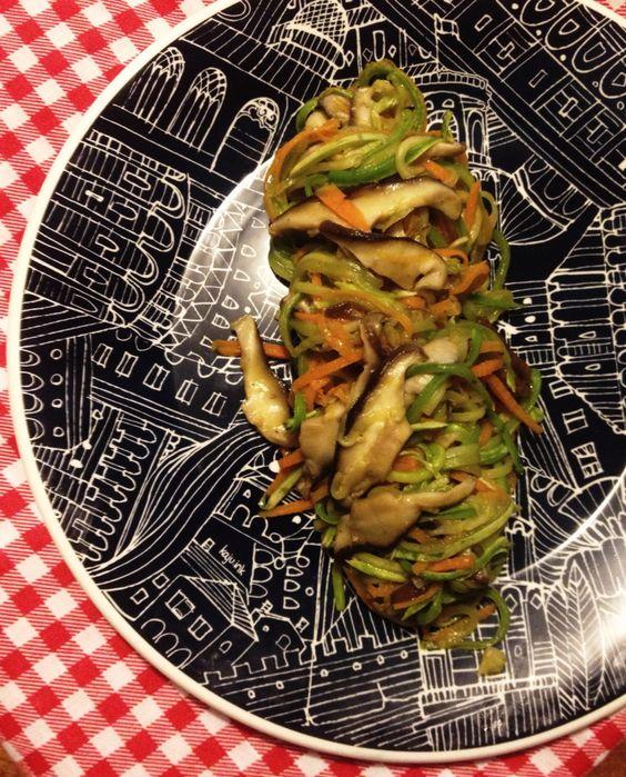 Espaguete de vegetais com shimeji