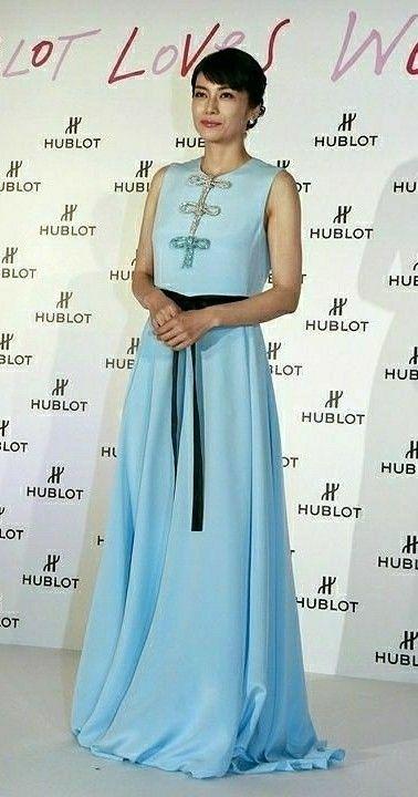 水色ドレスの柴咲コウ