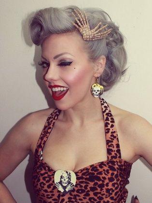 Weibliche Frisuren Im Stil Der 50er Jahre Machen Es Selbst Kurz Haar Frisuren In 2020 Rockabilly Short Hair Hair Styles Vintage Hairstyles