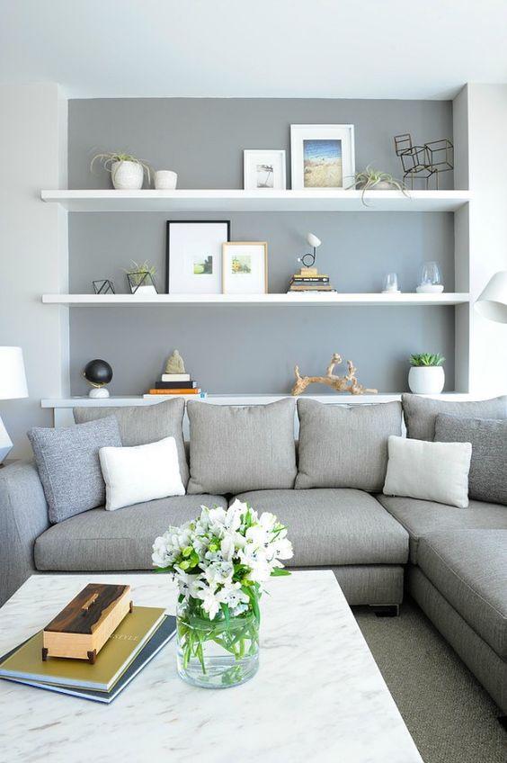 Witte planken grijze muur