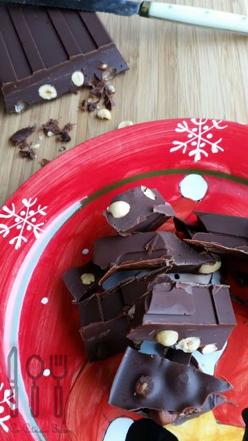 Turrón de chocolate con avellanas y ron: http://www.cosasdemicocina.com/2015/12/turron-de-chocolate-con-avellanas-y-ron.html