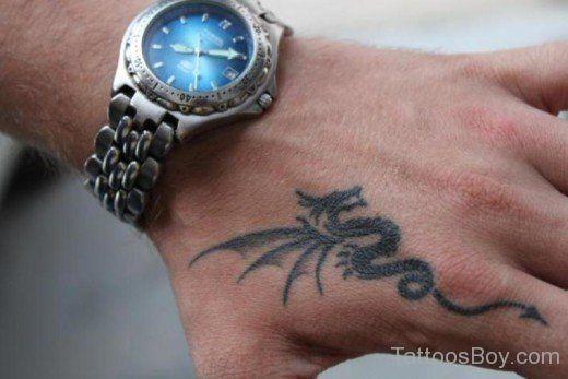 Drache Tatowierung An Hand Beste Tatowierung Kleine Drachen Tattoos Drachentattoo Coole Armtattoos
