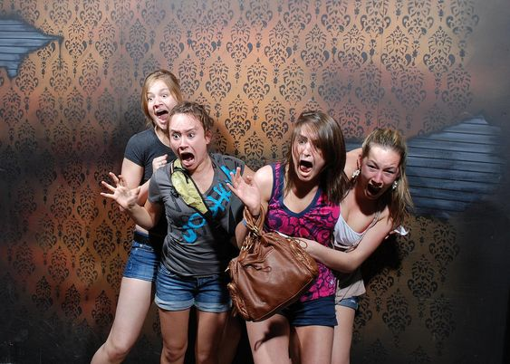une attraction de maison hante appele nightmares fear factory niagara falls au canada - Photo De Maison Au Canada