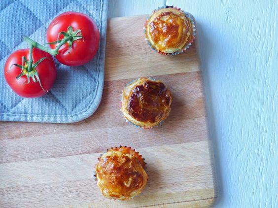 Heute präsentiere ich einen leckeren Snack für den nächsten Männerabend oder Geburtstag: Die Chili con Carne Muffins aus Blätterteig!