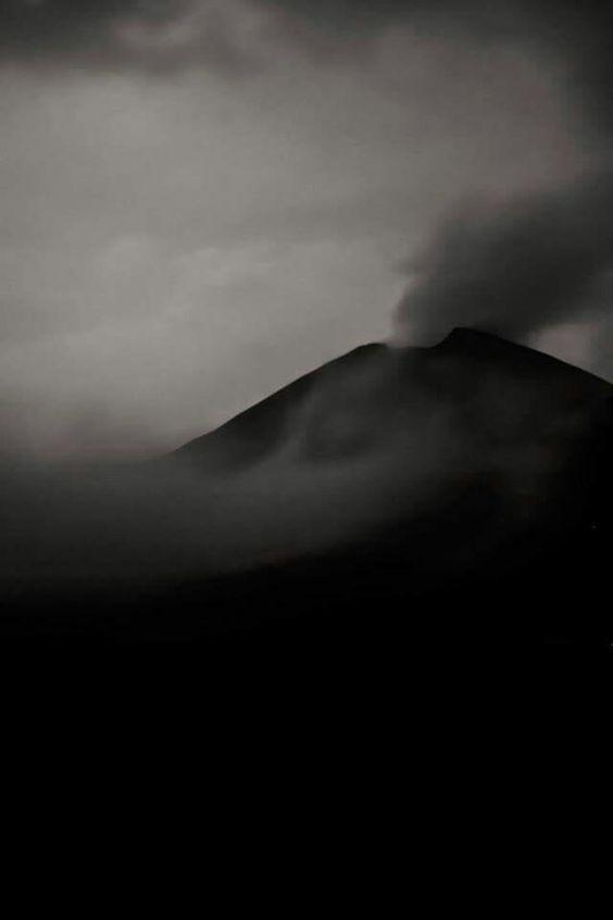 B&W volcán de pacaya