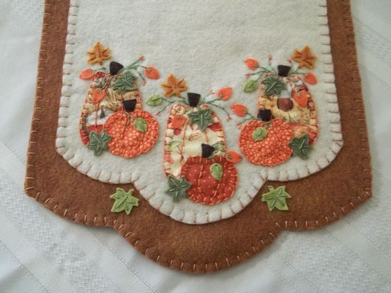 Primitive Leaves and Pumpkins Table Runner w/FS