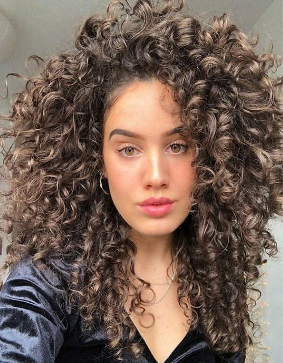 Coiffures Curly Longs Cheveux Boucles Curly Coiffures De Coiffures 70 Pour Quinceaneras Coiffur In 2020 Curly Hair Trends Medium Curly Hair Styles Medium Hair Styles