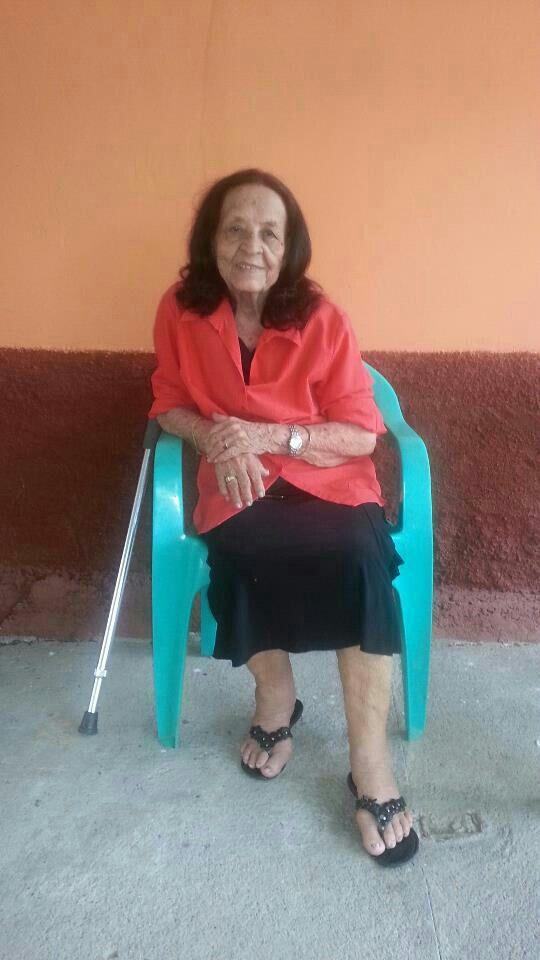 Mi otra abuelita, la mamá de mi papá, en Honduras.