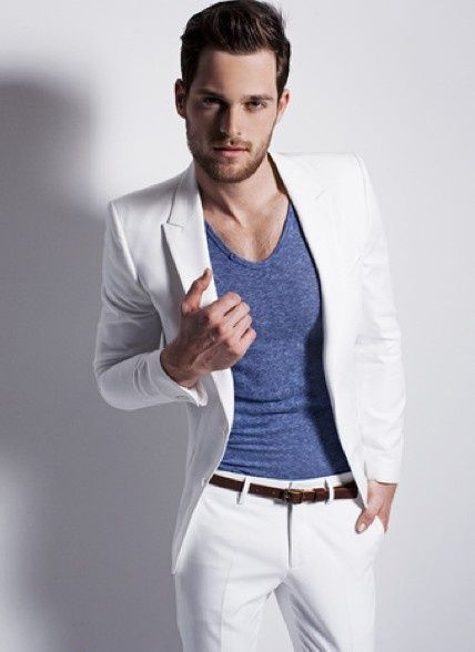 Men's white suit with blue fitted T-shirt// #mensfashion | Style