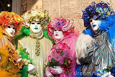 Máscaras de Venecia, carnaval. Foco en la máscara correcta.