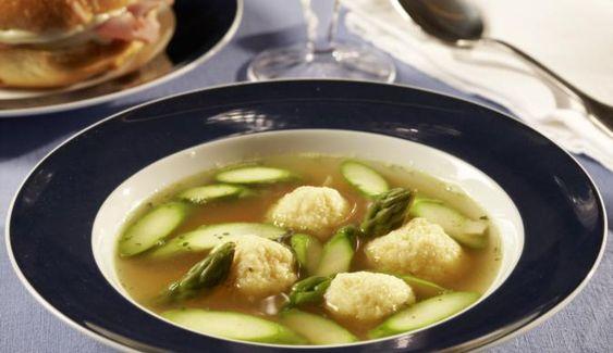In nur 30 min kannst du eine köstliche Suppe mit Grießklößchen und frischem grünem Spargel zubereiten. Eine super Vorspeise zur Frühlingszeit.