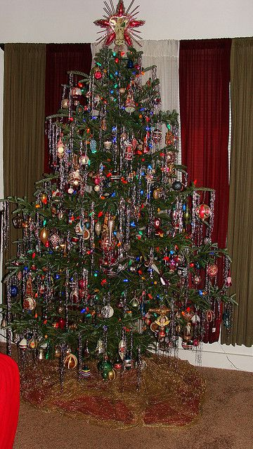 A great vintage tree, right out of the 50s! Many Shiny Brites, Made in the U.S.A.!
