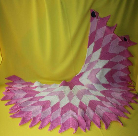 Mein Rautentuch Gypsy wird nur aus kleinen Rauten gestrickt.  Somit ist dieses Tuch absolut fernsehtauglich und mit der passenden Farbwahl und den Formmöglichkeiten auch sehr individuell anpa…