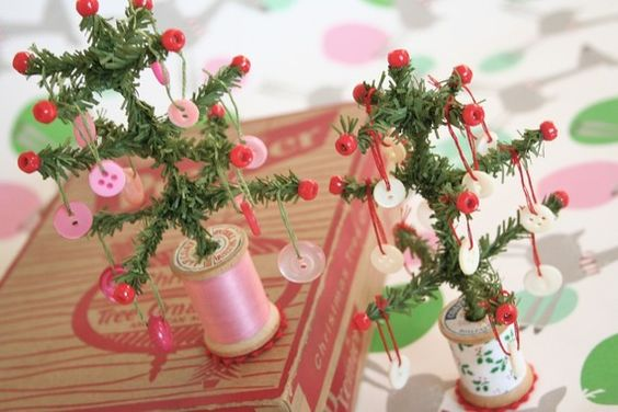 Vintage spools and wee trees with button ornaments, who can resist!