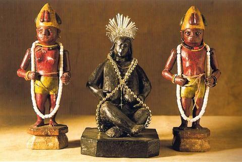 Iemanjá acompañada por Ibejis (imágenes tradicionales africanas)