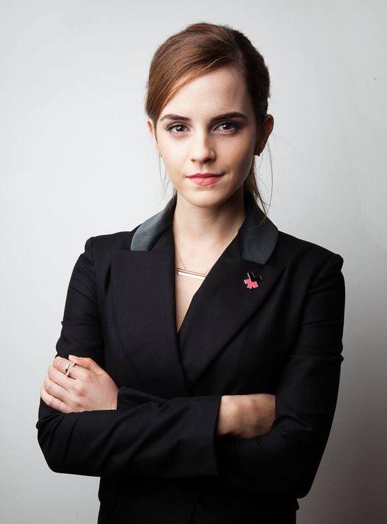 スーツを着たエマ・ワトソン