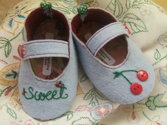 Sweet Cherry Wool Felt Baby Shoes Size 1-6 by PracticalCharm ♡