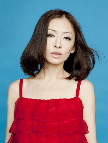 赤色キャミの松雪泰子