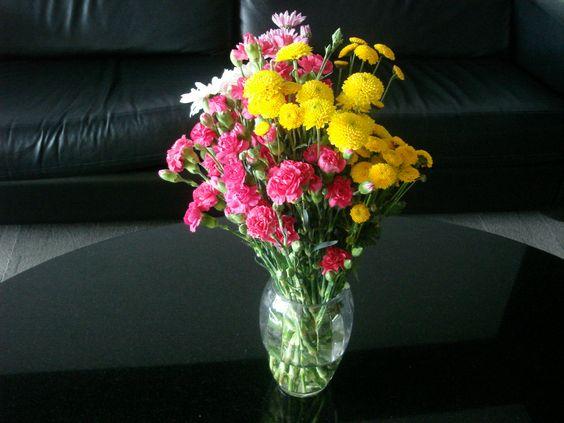 50- Vaso para centro de mesa com Cravinas e Margaridas 40x25