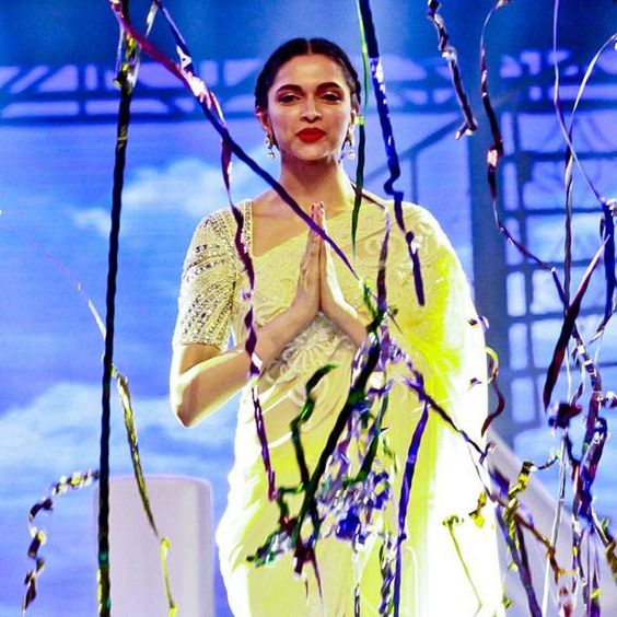 How to wear the Saree Dipika