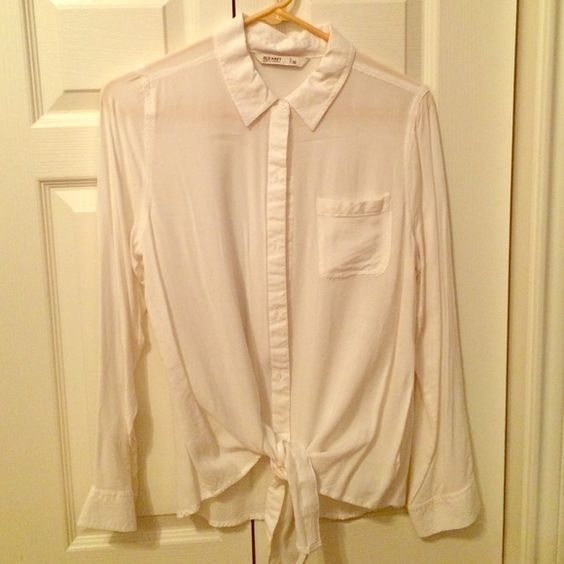 White blouse with tie Old Navy white blouse with button up and tie. Never been worn!! Old Navy Tops Blouses