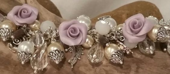Lié Keepsake (BA38) la main breloque ~ Polymer Clay Roses ~ perles pierres de lune ~ Pruple Cats Eye ~ perles de verre ~ charmes de lune ~