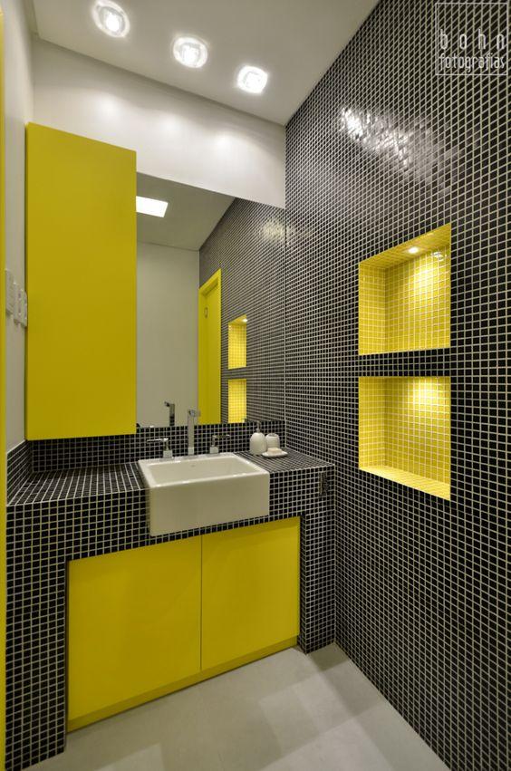 banho compartimentado, acabamentos em pastilha de vidro preta e amarela Banc -> Cuba Para Banheiro Amarela