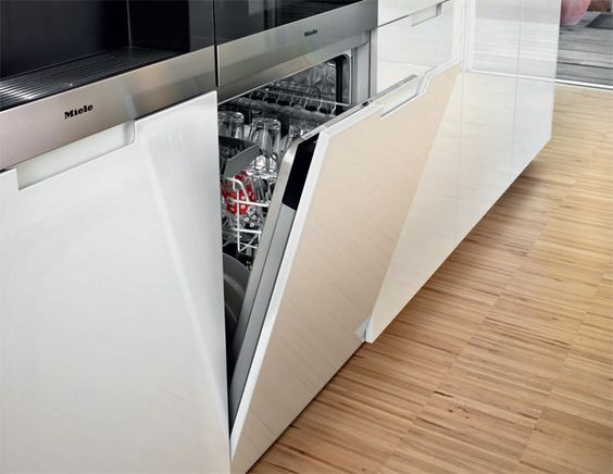 SANTOS kitchen | Minos, solution upon solution. Vertical stacking provides additional storage space and permits several appliances to be included in a reduced space. In this case, the oven and the dishwasher have been placed together in the same 60 cm wide tall unit just opposite the washing area.
