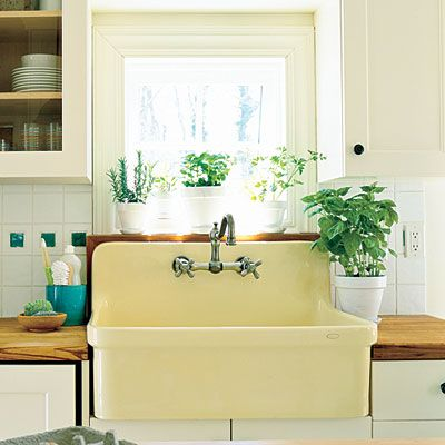 love the yellow sink