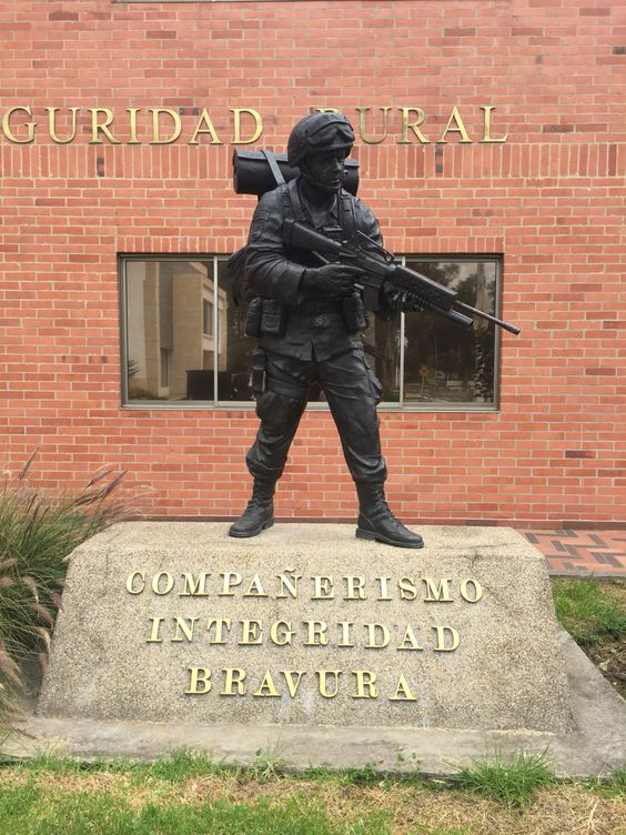 Escultura a Policía Rural en Dirección de Carabineros y Policía Rural. Policía Nacional de Colombia. Bogotá - Colombia